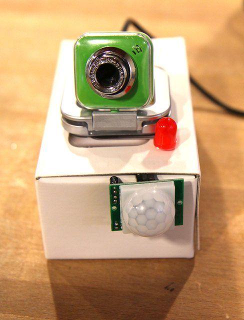 Una alarma con sensor de movimientos con #arduino