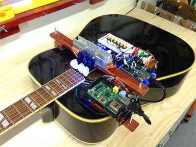 Una guitarra robótica tocando por su cuenta con #arduino