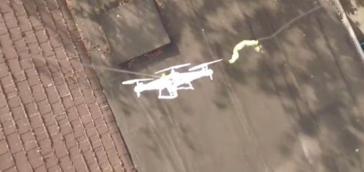 rescata dron 720x340 - Vídeo del día: Misión Imposible, al rescate del dron