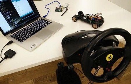 cocherc arduino 450x291 - Conduce un coche de radio control con mando de volante USB con Arduino