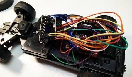 cocherc arduino2 450x261 - Conduce un coche de radio control con mando de volante USB con Arduino