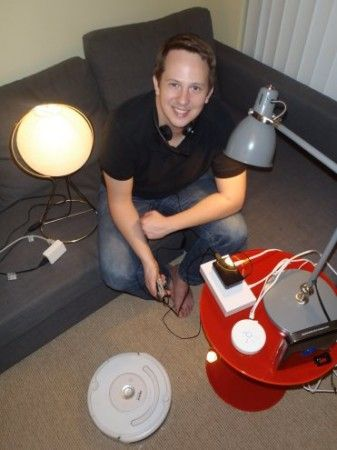 controlando 337x450 - Controla tu robot Roomba por voz gracias a Raspberry Pi y Arduino