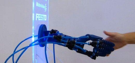 robotic hand 520x245 - Un brazo robótico impreso en 3D que responde a gestos humanos