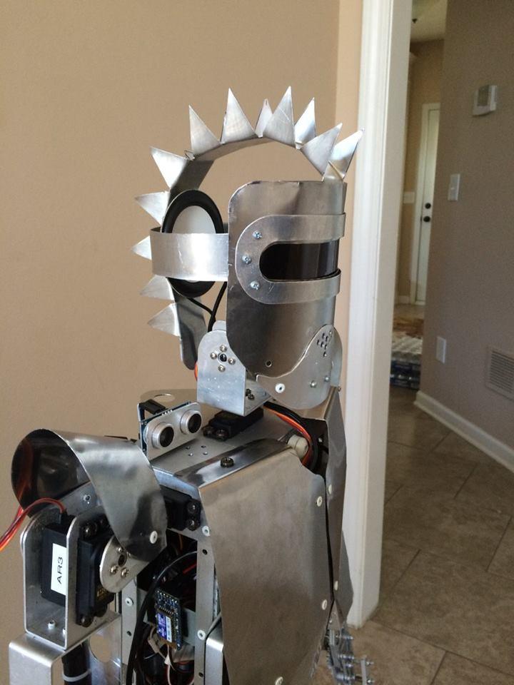 Zeus un robot humanoide construido con arduino y raspberry pi