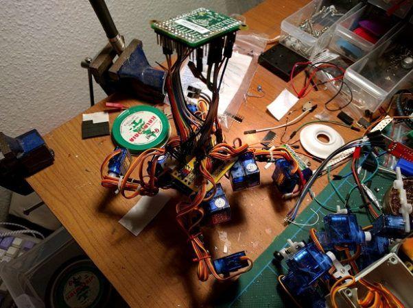 tote 602x450 - Tote, un barato y fácil de construir robot cuadrúpedo basado en Arduino