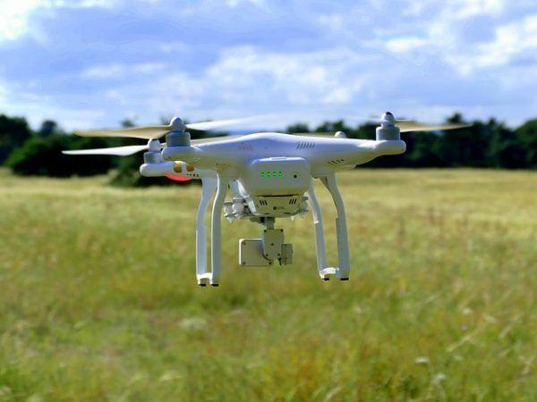 drone campo 600x450 - 5 maneras de ganar dinero con drones, y no son todas