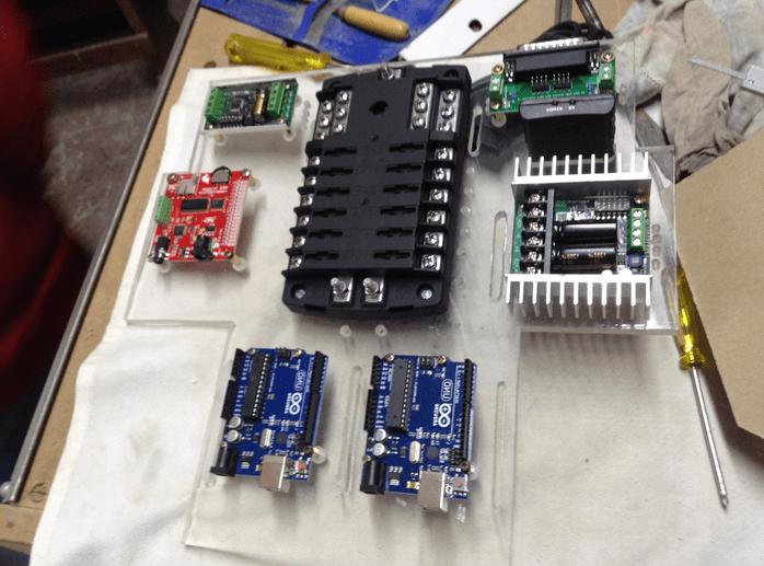 R4 P172 - Réplica del Robot de Star Wars R4-P17 realizada con Arduino