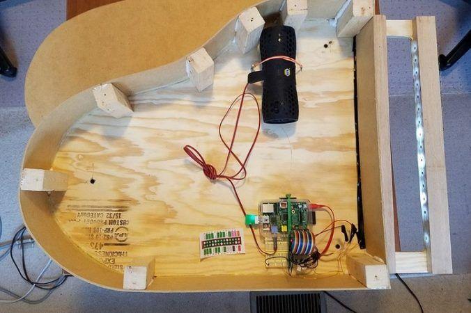 piano raspberry pi 2 676x450 - Toca música en este piano sin teclado y controlado con Raspberry Pi