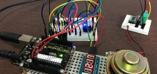 reloj dos idiomas 520x245 - Construye un reloj bilingüe parlante con tu Arduino Uno