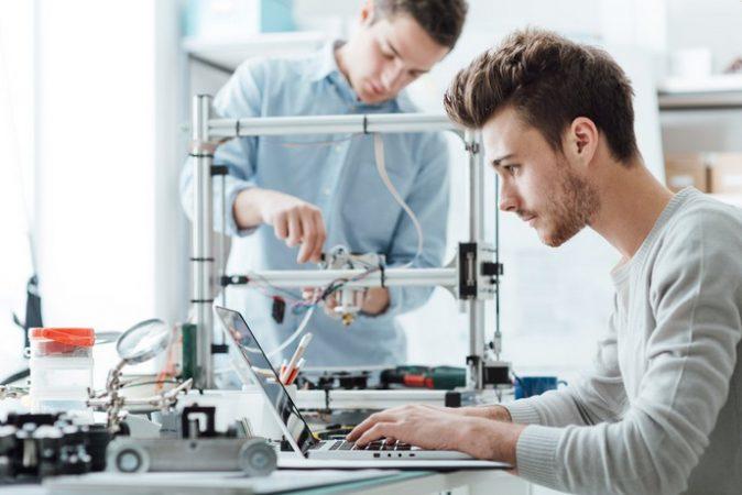 editando impresion 3d 674x450 - Guía de inicio a la Impresión 3D. Qué es y cómo funciona
