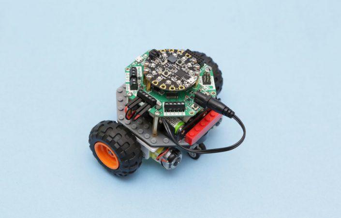 rover robot de LEGO 1 705x450 - Cómo construir un Rover con piezas de LEGO fácilmente