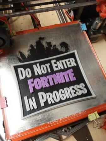 aviso puerta de entrada fortnite 337x450 - 10 modelos gratuitos de Fortnite para imprimir en 3D