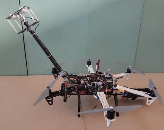 drone limpiando cristales edificios - Drone con sensor de presión diseñado para inspeccionar rascacielos
