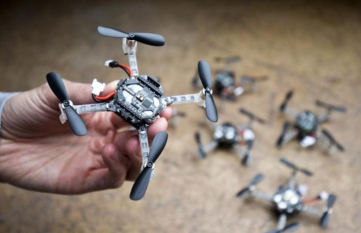 pequeños drones para ayudar a salvar vidas - Los mini drones en grupo podrían salvar vidas pensando como insectos