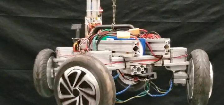 Robot parecido a un gato que aterriza a cuatro patas cuando es lanzado