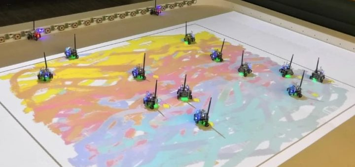 pequeños robots que pintan solos