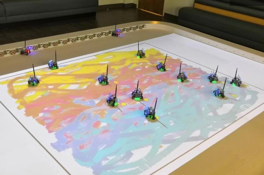 pequenos robots que pintan solos - Pequeños robots que trabajan juntos para pintar cuadros