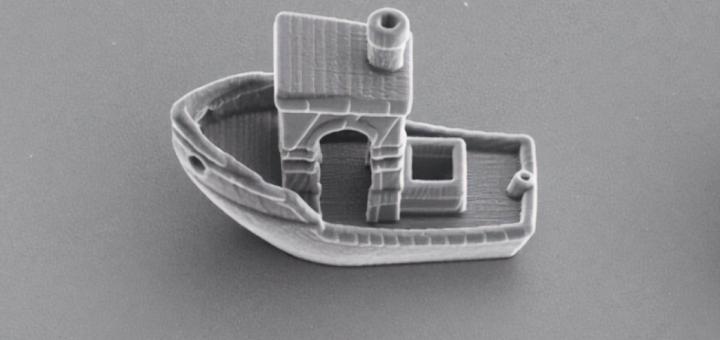 El barco más pequeño del mundo es más delgado que un cabello humano