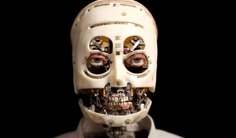 gros plan sur le robot gaze de disney research  - Disney Research presenta un robot humanoide ultrarealista