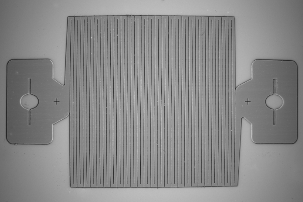 """una vista de cerca de las fibras de carbono conduc - El sensor de tensión """"Smart fabric"""" combina fuerza y sensibilidad"""