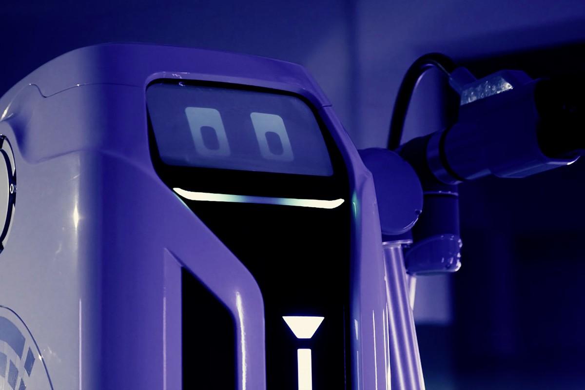 el prototipo robot de carga movil con enchufe list - El concepto de robot de carga EV móvil de VW se convierte en una realidad