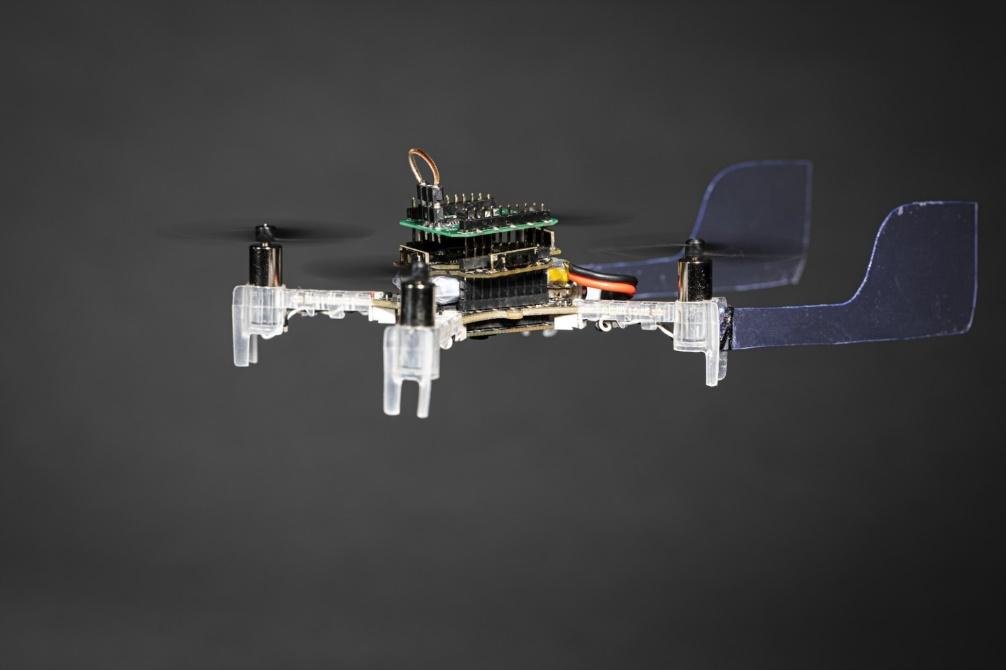 """el smellicopter es un dron que utiliza una antena - El dron """"Smellicopter"""" utiliza una antena de polilla para oler objetivos"""