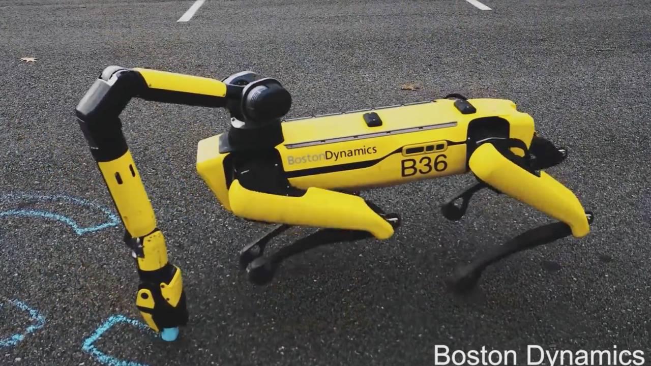 el robo perro spot de boston dynamics ahora puede - El perro-robot Spot de Boston Dynamics ya puede recoger cosas y cargarse solo