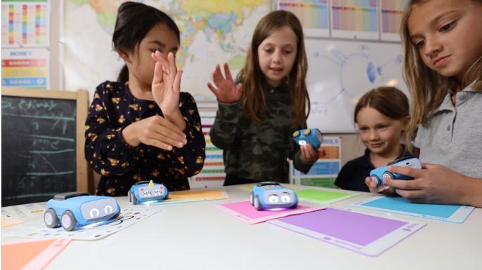 Pasted into El robot Sphero Indi apunta directamente a los alumnos de primaria - El robot Sphero Indi apunta directamente a los alumnos de primaria