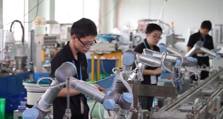 ur5 primer robot colaborativo - Robots colaborativos: qué son y qué hacen