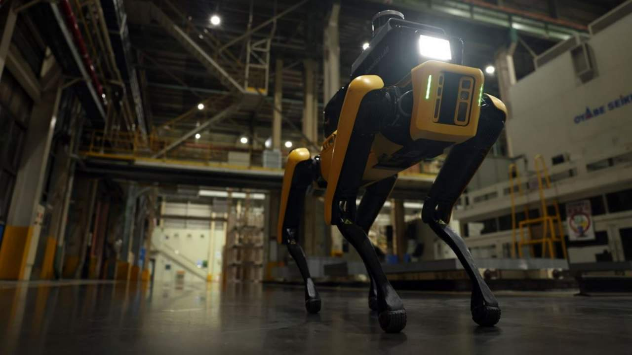 hyundai factory safety service robot puts spot on - El robot de servicio de seguridad de Hyundai se dedica a patrullar la fábrica