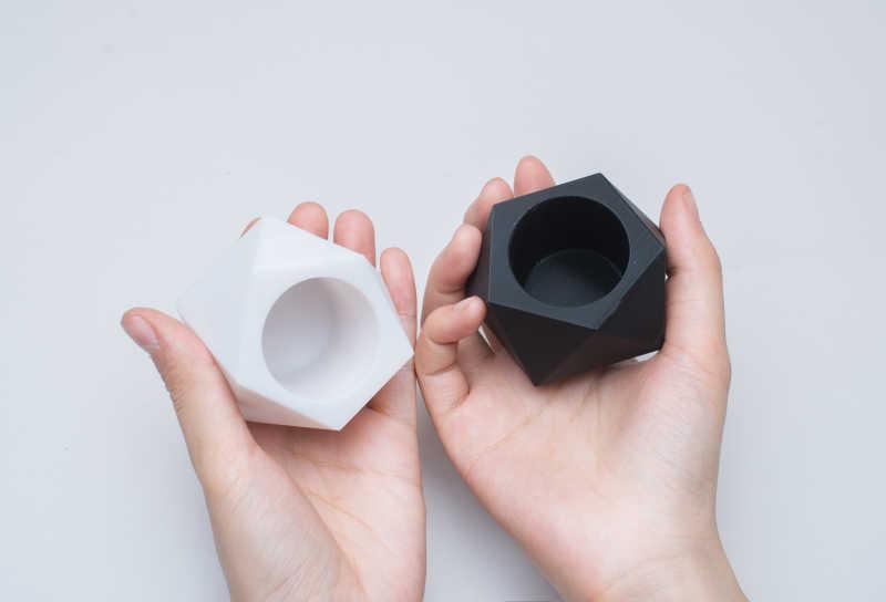 abs plastic black and white - ¿Cuánto cuesta imprimir en 3D? La pregunta del Millón