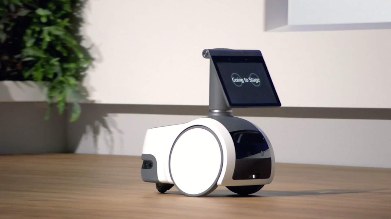 imagen que contiene tabla cuarto parado descrip - Amazon Astro es un robot doméstico de 1.000 dólares impulsado por Alexa