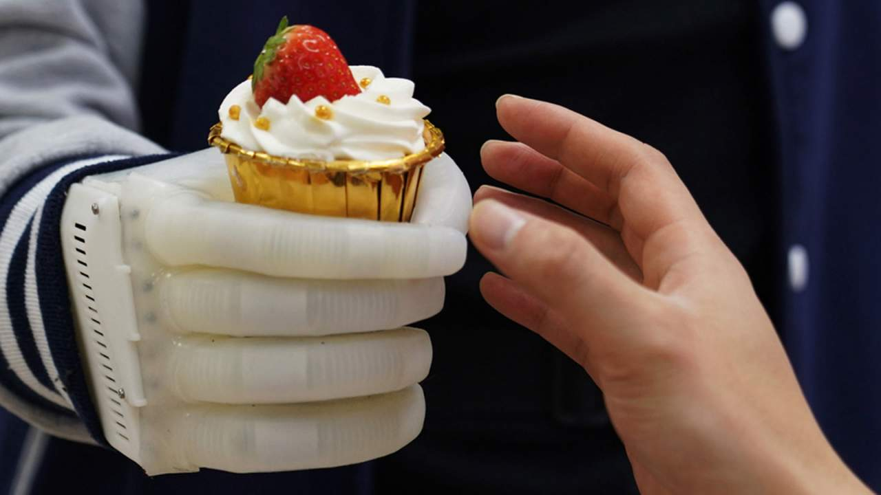 mits inflatable robotic hand is a next generation - La mano robótica hinchable del MIT es una prótesis de última generación