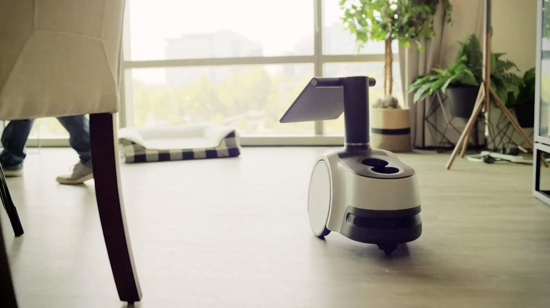 una sala de estar descripcion generada automatica - Amazon Astro es un robot doméstico de 1.000 dólares impulsado por Alexa